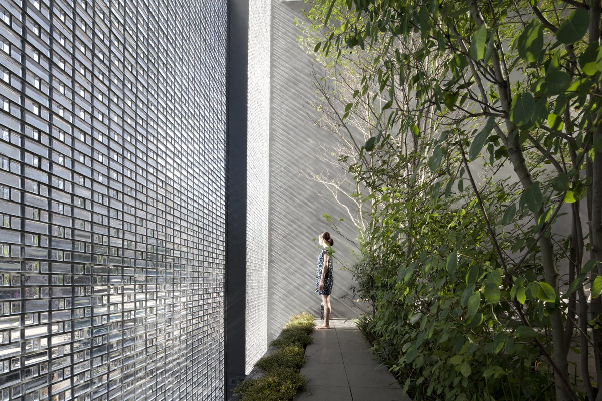 Casa de vidrio óptico de Hiroshi Nakamura_arquitectura vivienda Solucionista