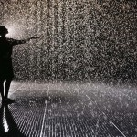 Rain Room_Barbican_ rAndom International_The Curve_arte_instalación_Solucionista